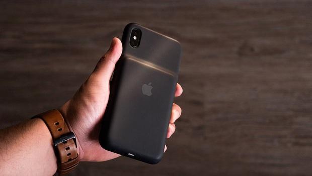 Tốn vài chục chai mua iPhone rồi còn dí thêm cái ốp lưng 4 triệu này: Nhìn có tức run người không chứ! - Ảnh 1.
