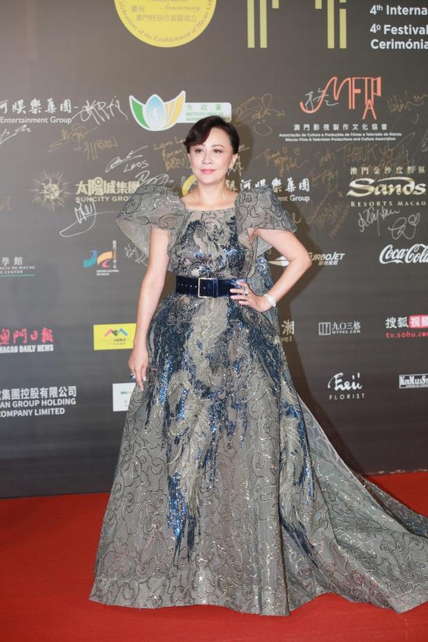 """2 thảm đỏ khủng """"gây nổ"""" Macau: Yoona đẹp băng thanh ngọc khiết, mẹ bỉm sữa Trương Hinh Dư sexy ngút ngàn - Ảnh 5."""