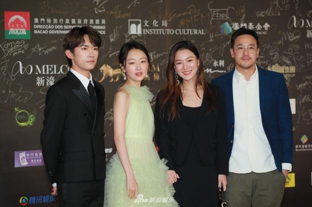 """2 thảm đỏ khủng """"gây nổ"""" Macau: Yoona đẹp băng thanh ngọc khiết, mẹ bỉm sữa Trương Hinh Dư sexy ngút ngàn - Ảnh 4."""