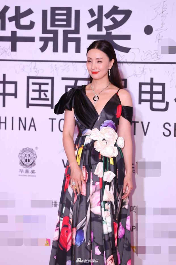"""2 thảm đỏ khủng """"gây nổ"""" Macau: Yoona đẹp băng thanh ngọc khiết, mẹ bỉm sữa Trương Hinh Dư sexy ngút ngàn - Ảnh 15."""