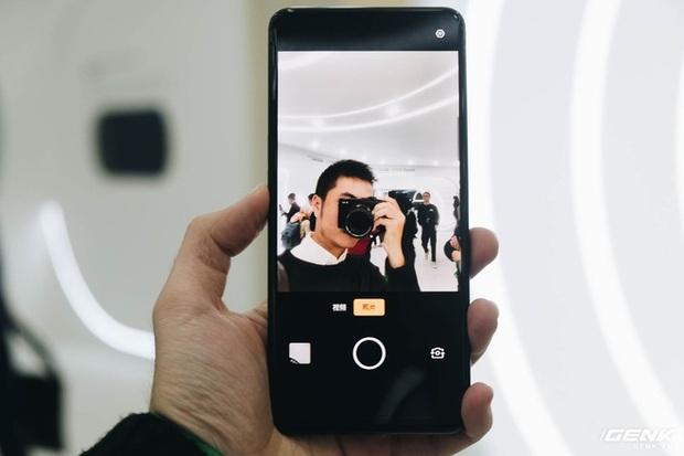 Cận cảnh smartphone camera ẩn dưới màn hình, không có cổng sạc của Oppo - Ảnh 2.