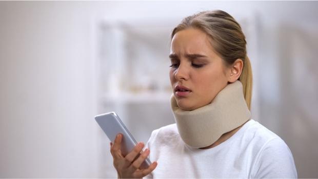 Kể từ khi iPhone ra mắt, số ca chấn thương vùng đầu liên quan đến điện thoại di động đã tăng vọt - Ảnh 1.