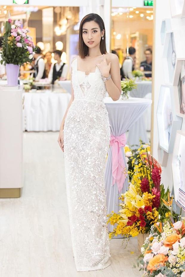 """Diện bộ đầm xẻ cao để đáp trả những nghi ngại về nhan sắc, tân Hoa hậu Khánh Vân """"đụng hàng"""" cả loạt Hoa hậu đàn chị - Ảnh 3."""