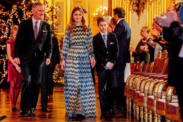 Công chúa 18 tuổi gánh trên vai vận mệnh của hoàng gia Bỉ lại gây sốt với loạt ảnh đẹp không tỳ vết, tỏa sáng mọi lúc - Ảnh 3.