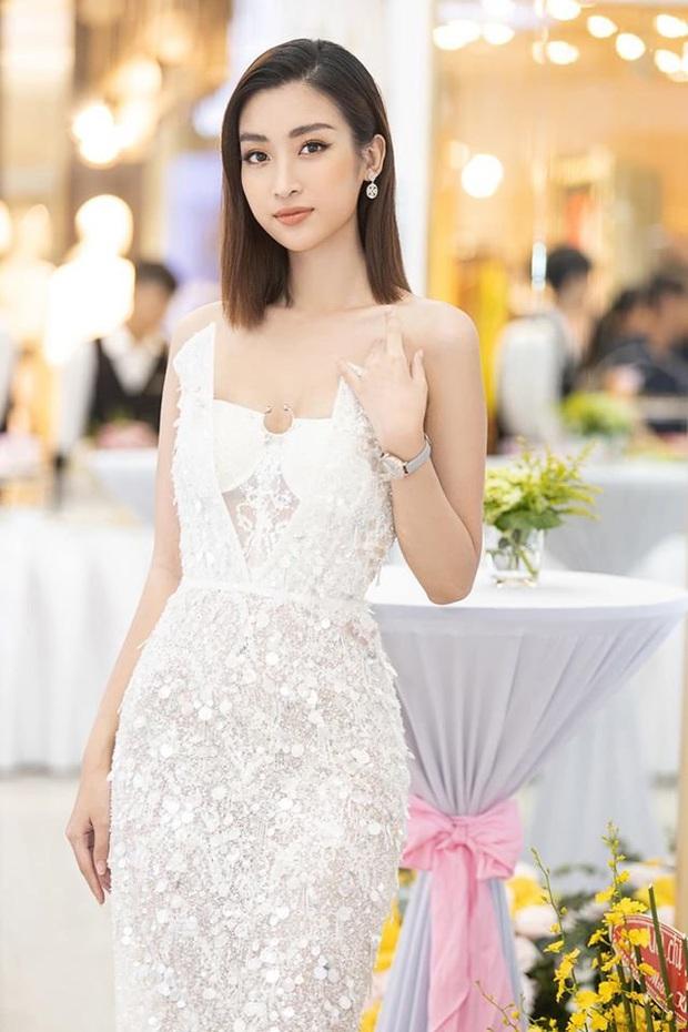 """Diện bộ đầm xẻ cao để đáp trả những nghi ngại về nhan sắc, tân Hoa hậu Khánh Vân """"đụng hàng"""" cả loạt Hoa hậu đàn chị - Ảnh 4."""