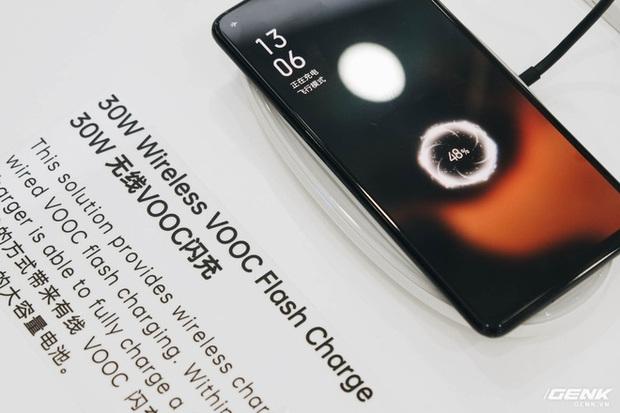 Cận cảnh smartphone camera ẩn dưới màn hình, không có cổng sạc của Oppo - Ảnh 5.