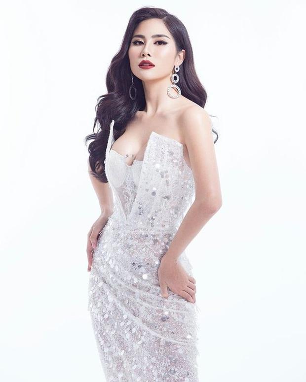 """Diện bộ đầm xẻ cao để đáp trả những nghi ngại về nhan sắc, tân Hoa hậu Khánh Vân """"đụng hàng"""" cả loạt Hoa hậu đàn chị - Ảnh 8."""