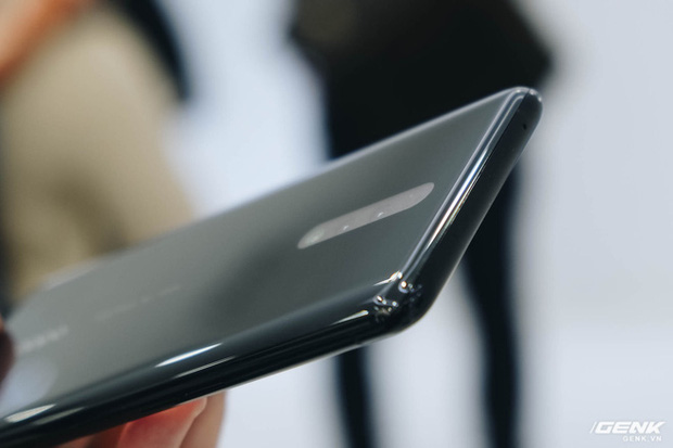 Cận cảnh smartphone camera ẩn dưới màn hình, không có cổng sạc của Oppo - Ảnh 8.