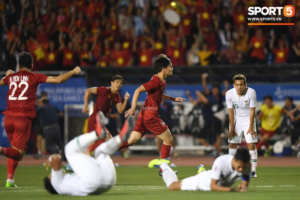 Đội tuyển U22 Việt Nam đã có mặt tại sân, sẵn sàng chinh phục tấm HCV SEA Games - Ảnh 32.