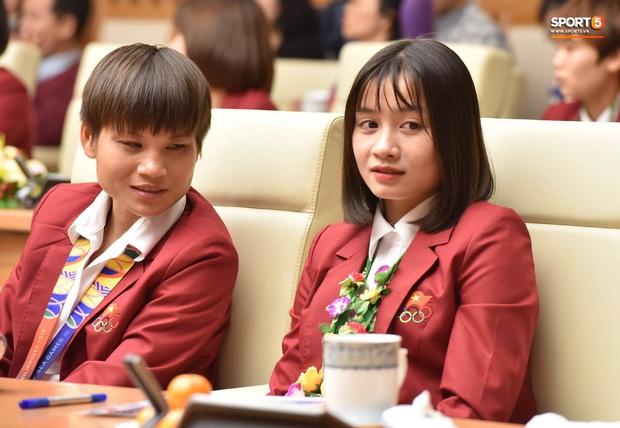 Quang Hải cùng trợ lý Lee Young-jin troll Đức Chinh lúc chụp ảnh tập thể - Ảnh 14.