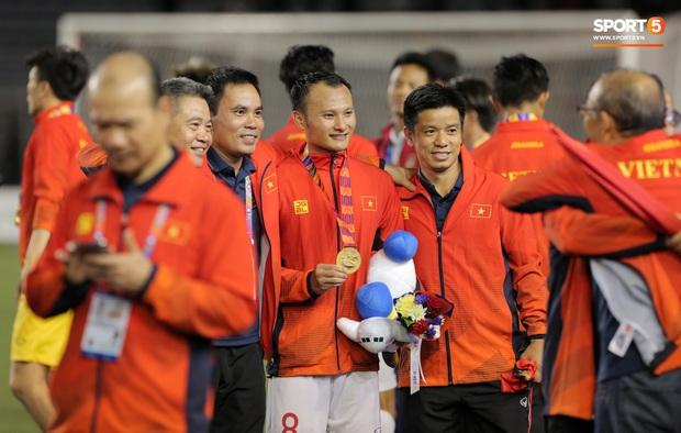 Anh cả U22 Việt Nam: Mượn lời hit của Đen Vâu để ăn mừng HCV SEA Games, quên đi đớn đau với thất bại 10 năm trước - Ảnh 1.