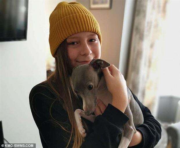 Chuyển giới khi chỉ mới 12 tuổi, cô bé may mắn được bố mẹ ủng hộ nhưng bị bạn bè bắt nạt đến mức nghỉ học và muốn tự tử - Ảnh 4.
