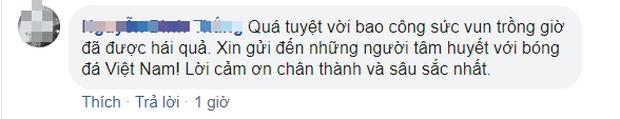 U22 Việt Nam vô địch SEA Games, fan hâm mộ không quên cảm ơn bầu Đức khi thấy ông lặng theo dõi trận chung kết qua tivi - Ảnh 7.