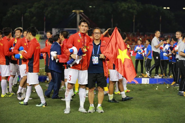Huỳnh Tấn Sinh - nam thần thế hệ mới của U22 Việt Nam: Cao 1m82 với gương mặt visual, gì chứ múi thì anh không thiếu - Ảnh 2.