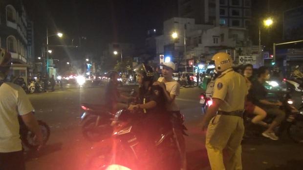 Gần 100 người đi bão ở trung tâm Sài Gòn bị CSGT xử lý sau khi Việt Nam vô địch SEA Games 30 - Ảnh 2.