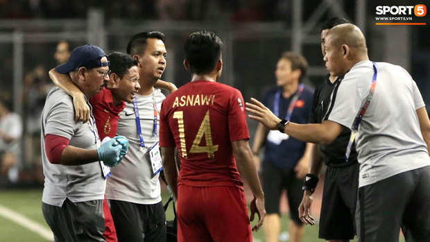 Sao Indonesia phải ngồi xe lăn sau pha va chạm với Văn Hậu: Tôi đã nhận được lời xin lỗi và không trách cậu ấy - Ảnh 2.