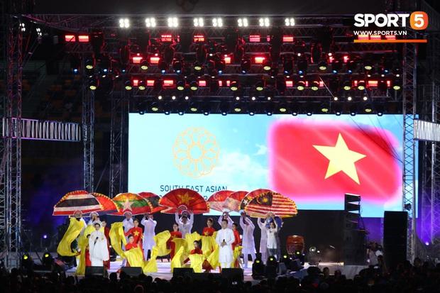 Bế mạc SEA Games 30: Việt Nam nhận cờ đăng cai Đại hội thể thao Đông Nam Á lần thứ 31 - Ảnh 1.