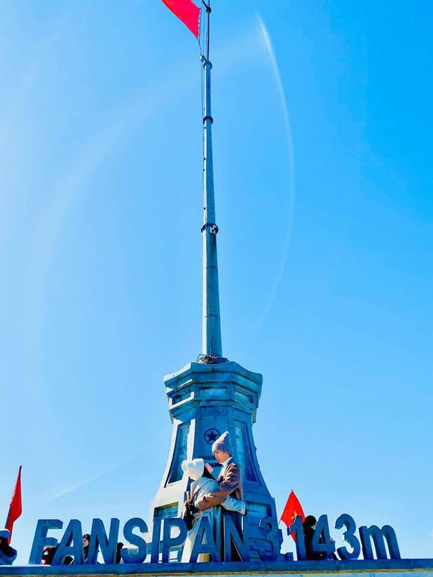 Tình như Huỳnh Phương và Sĩ Thanh: Đưa nhau lên đỉnh Phan Xi Păng mừng sinh nhật, mùi mẫn mọi lúc mọi nơi - Ảnh 1.