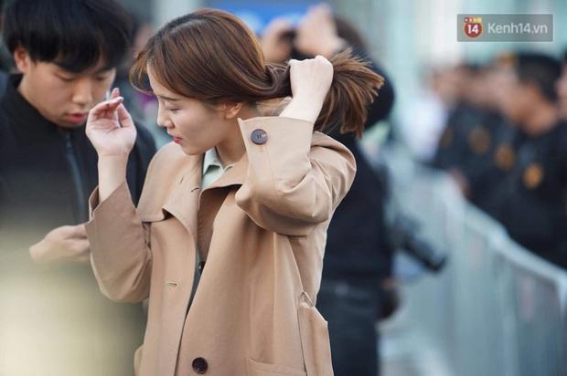 Nữ phóng viên xinh đẹp của đài MBC Hàn Quốc chiếm spotlight khi đưa tin trực tiếp về đoàn thể thao Việt Nam tại sân bay Nội Bài - Ảnh 3.
