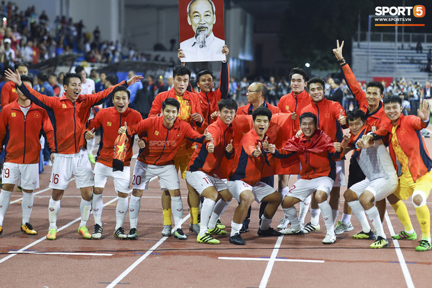 Click vào đây để xem lịch về nước của U22 Việt Nam và đội tuyển nữ Việt Nam sau khi cùng vô địch SEA Games 30  - Ảnh 1.