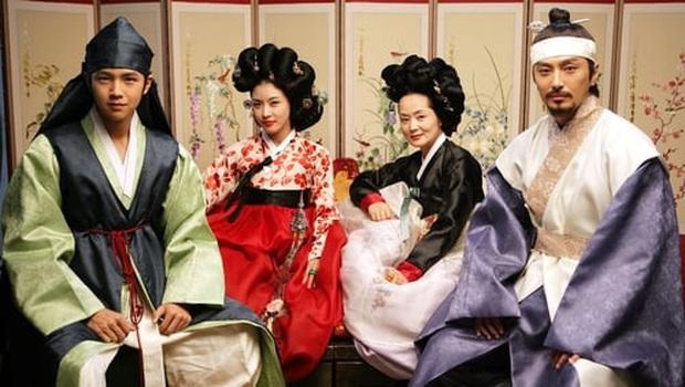 8 phim nhất định phải xem nếu trót mê Hoàng Hậu Ki Ha Ji Won: Từ đả nữ đến gái ngành chị đại không ngán vai nào! - Ảnh 12.