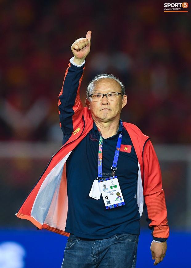 HLV Park Hang-seo cho cầu thủ đi chơi thoải mái nhưng dặn dò: Đừng gây chuyện đấy nhé sau vô địch SEA Games - Ảnh 2.