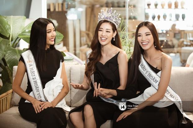 Say ngất trước màn trổ tài bắn rap và cover Mượn rượu tỏ tình cực chất của Top 3 Hoa hậu Hoàn vũ Việt Nam 2019 - Ảnh 3.
