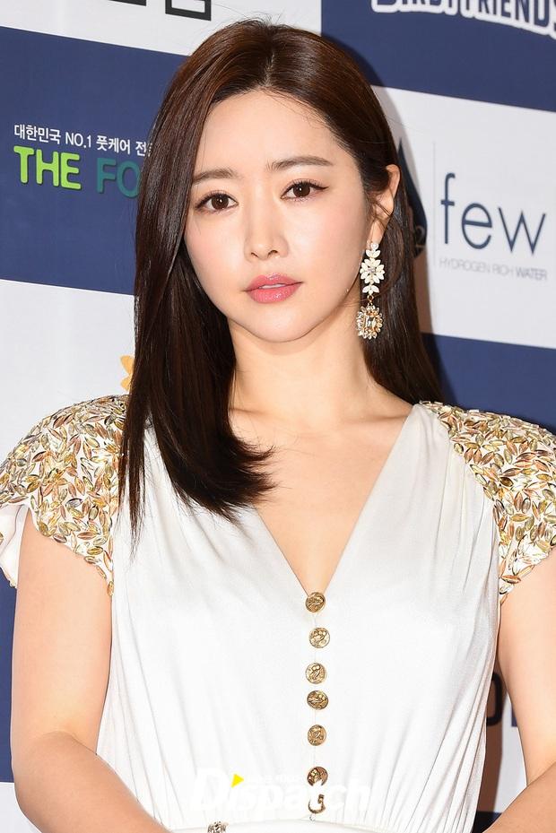 Thảm đỏ gây thất vọng nhất 2019: Phạm Băng Băng xứ Hàn đẹp xuất sắc, ái nữ nhà Mama Chuê và dàn sao nữ như dọa fan - Ảnh 4.