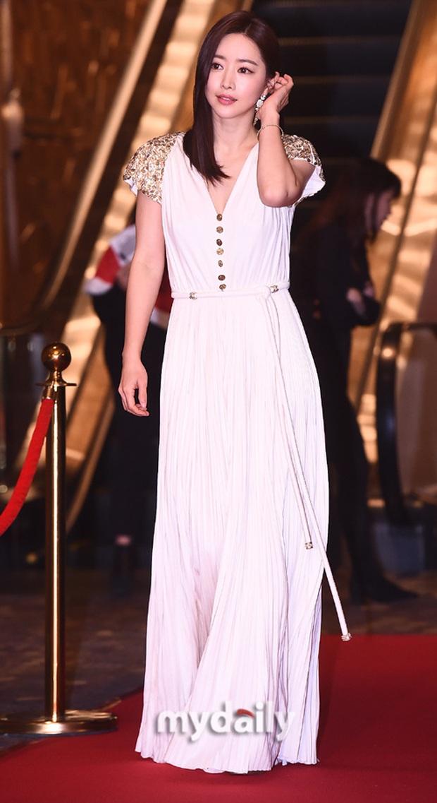 Thảm đỏ gây thất vọng nhất 2019: Phạm Băng Băng xứ Hàn đẹp xuất sắc, ái nữ nhà Mama Chuê và dàn sao nữ như dọa fan - Ảnh 2.