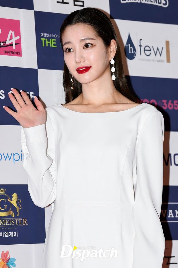 Thảm đỏ gây thất vọng nhất 2019: Phạm Băng Băng xứ Hàn đẹp xuất sắc, ái nữ nhà Mama Chuê và dàn sao nữ như dọa fan - Ảnh 6.