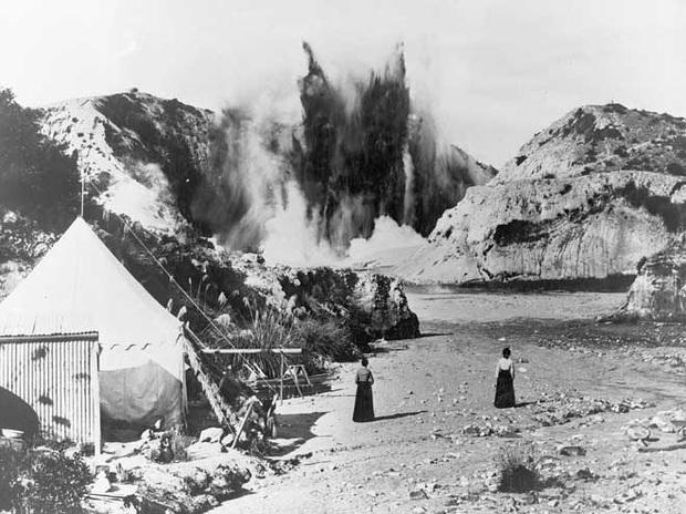 Núi lửa phun trào giết chết 5 người tại New Zealand: Tử thần sẽ không bao giờ dừng lại, bởi bản chất của đất nước này là như vậy - Ảnh 3.