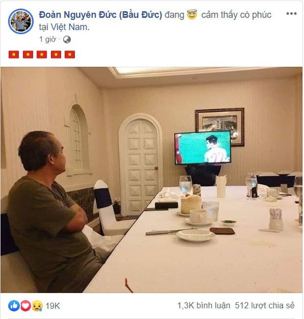 U22 Việt Nam vô địch SEA Games, fan hâm mộ không quên cảm ơn bầu Đức khi thấy ông lặng theo dõi trận chung kết qua tivi - Ảnh 3.