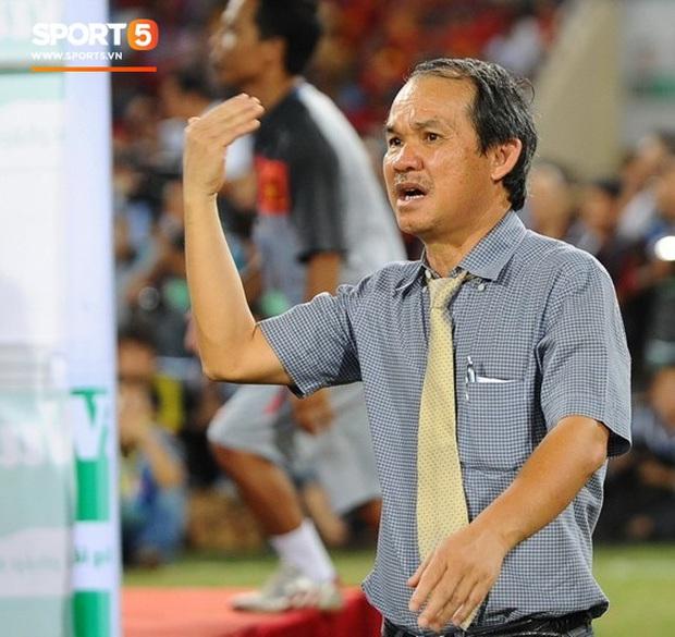 U22 Việt Nam vô địch SEA Games, fan hâm mộ không quên cảm ơn bầu Đức khi thấy ông lặng theo dõi trận chung kết qua tivi - Ảnh 4.