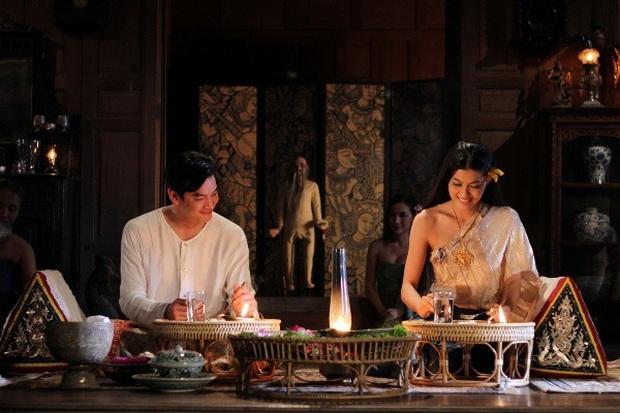 Bỏng mắt với 5 mĩ nhân siêng cởi nhất màn ảnh Thái: HLV The Face cũng táo bạo không kém phần ai - Ảnh 1.