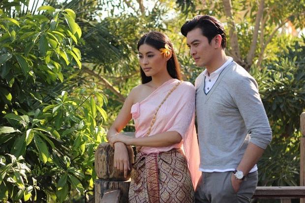 Bỏng mắt với 5 mĩ nhân siêng cởi nhất màn ảnh Thái: HLV The Face cũng táo bạo không kém phần ai - Ảnh 2.