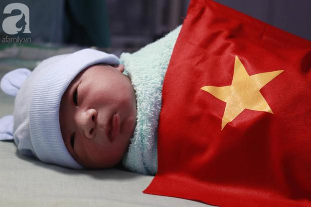 Những em bé chào đời trong giây phút U22 Việt Nam giành HCV SEA Games 30 - Ảnh 2.
