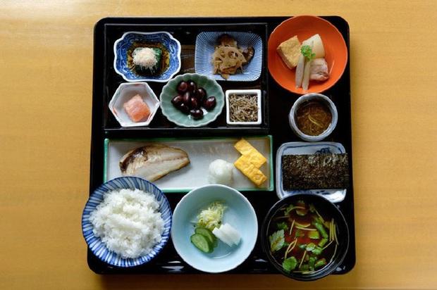 Phụ nữ Nhật giữ dáng thanh mảnh với 6 chiêu: Dùng bữa sáng thịnh soạn, ăn ít thịt và còn thú vị hơn thế - Ảnh 2.