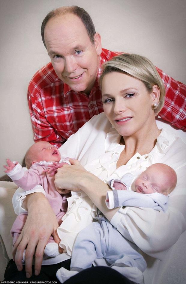 Cặp song sinh hoàng gia Monaco đón sinh nhật 5 tuổi với thần thái hơn người, nổi bật hơn cả hai con của Công nương Kate - Ảnh 1.