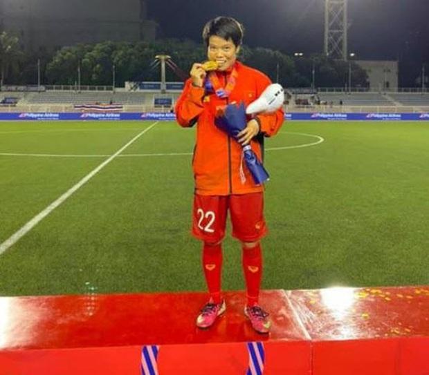 Mẹ của cầu thủ Xuyến Xeko - nữ chiến binh lớn tuổi nhất trong ĐT bóng đá nữ Quốc gia xúc động khi có mặt tại SB Nội Bài: Yêu nghề con cứ đi - Ảnh 5.