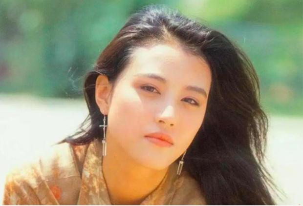 Mỹ nhân Ỷ Thiên Đồ Long Ký: Trầm cảm vì đổ vỡ hôn nhân, tuổi 53 vẫn xinh đẹp nhưng cô độc - Ảnh 1.