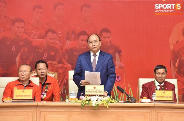 Thủ tướng Nguyễn Xuân Phúc gửi lời cảm ơn bầu Đức, bầu Hiển sau thành công của bóng đá Việt Nam tại SEA Games 30 - Ảnh 1.