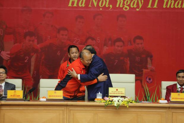 Thủ tướng giải đáp thắc mắc vì sao chỉ tiếp 2 đội bóng đá U22 Việt Nam - Ảnh 3.