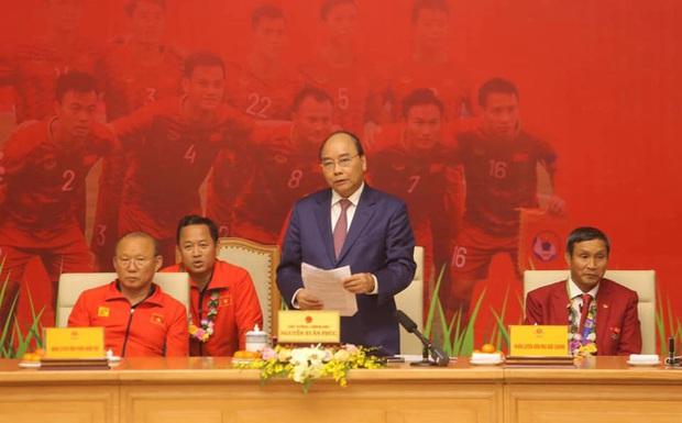 Thủ tướng giải đáp thắc mắc vì sao chỉ tiếp 2 đội bóng đá U22 Việt Nam - Ảnh 1.
