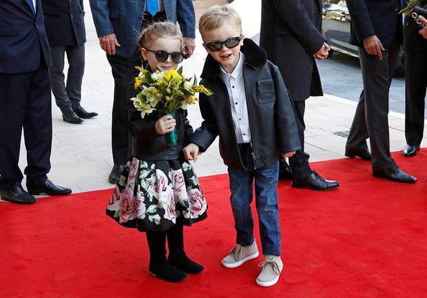 Cặp song sinh hoàng gia Monaco đón sinh nhật 5 tuổi với thần thái hơn người, nổi bật hơn cả hai con của Công nương Kate - Ảnh 3.