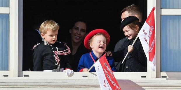 Cặp song sinh hoàng gia Monaco đón sinh nhật 5 tuổi với thần thái hơn người, nổi bật hơn cả hai con của Công nương Kate - Ảnh 4.