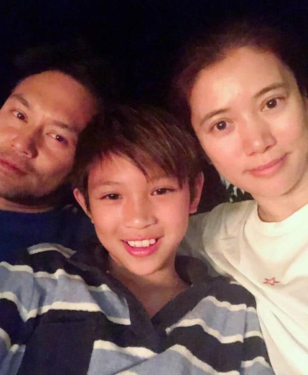 Mới bước sang tuổi 13, quý tử nhà Hoa hậu Hong Kong Viên Vịnh Nghi và ông xã Trương Trí Lâm đã dính tin đồn tình ái - Ảnh 4.