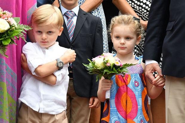 Cặp song sinh hoàng gia Monaco đón sinh nhật 5 tuổi với thần thái hơn người, nổi bật hơn cả hai con của Công nương Kate - Ảnh 5.