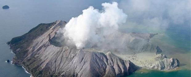 Núi lửa phun trào giết chết 5 người tại New Zealand: Tử thần sẽ không bao giờ dừng lại, bởi bản chất của đất nước này là như vậy - Ảnh 1.