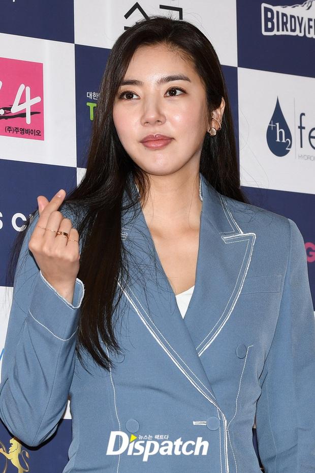 Thảm đỏ gây thất vọng nhất 2019: Phạm Băng Băng xứ Hàn đẹp xuất sắc, ái nữ nhà Mama Chuê và dàn sao nữ như dọa fan - Ảnh 9.