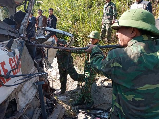 Xe chở đoàn thiện nguyện đâm vào vách núi, 2 người tử vong, 6 người bị thương - Ảnh 3.